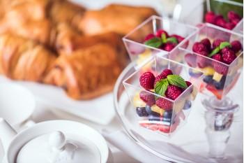Granola + mix ovoce