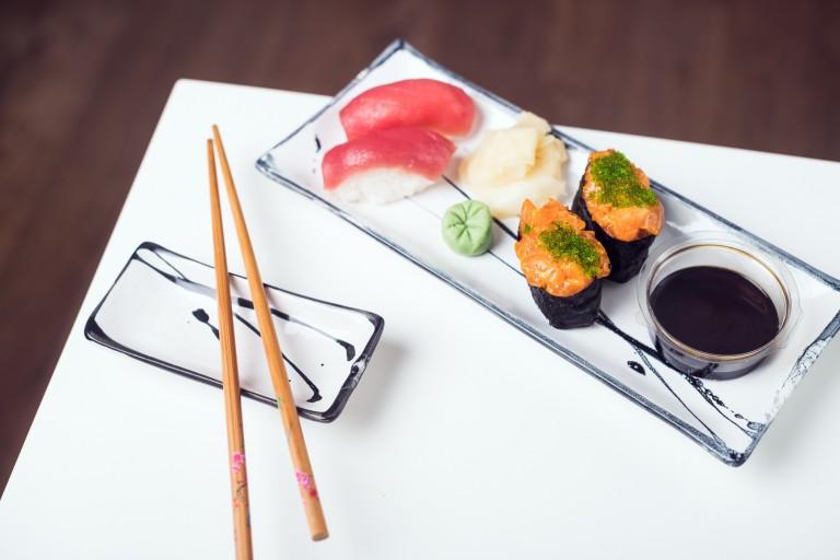 Nigiri Maguro + Nigiri Spicy Salmon
