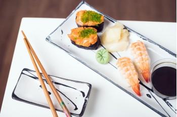 Nigiri Ebi + Nigiri Spacy Salmon