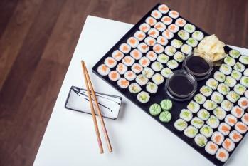 Maki Sushi Avokádo + Maki Sushi Losos
