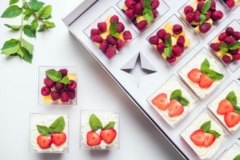 Jahody se šlehačkou/ Čerstvé ovoce